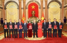 Party General Secretary and State President presents appointment decisions to new ambassadors