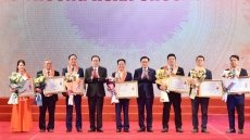 Hanoi honours oustanding enterprises and entrepreneurs