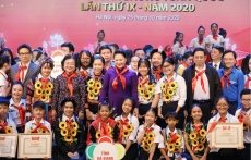 Outstanding children honoured at Hanoi ceremony
