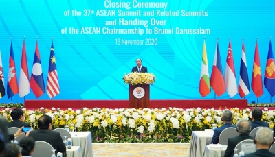 Uniting to overcome challenges and strongly develop the ASEAN Community