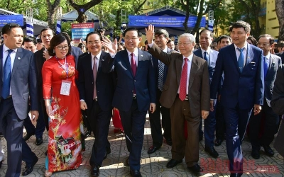 Party chief attends 70th founding anniversary of Nguyen Gia Thieu High School