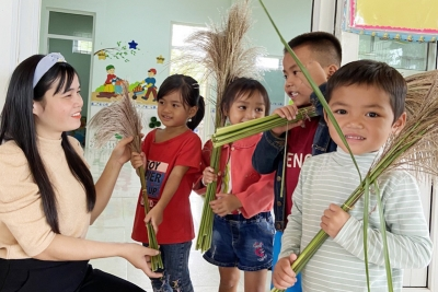 Teachers head to mountainous areas to cultivate knowledge among ethnic children