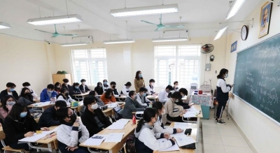 Students in 52 provinces, cities come back to school
