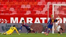 Barca sink Sevilla to keep title chase alive