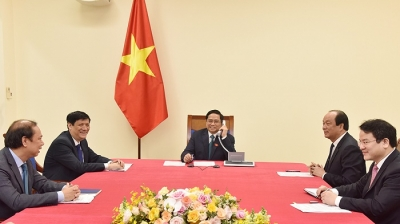 Lao Prime Minister makes phone call to congratulate Vietnamese counterpart