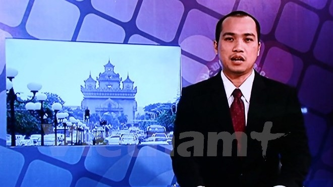 Vietnamese news programme on Lao National TV on air - Nhan