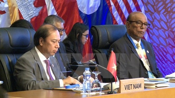 China Set for Easy Ride From Asean on Disputed South China Sea