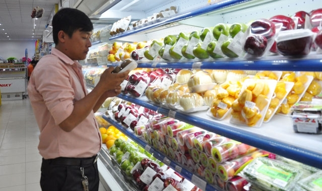 Fruit and vegetable imports push Vietnam in deeper trade