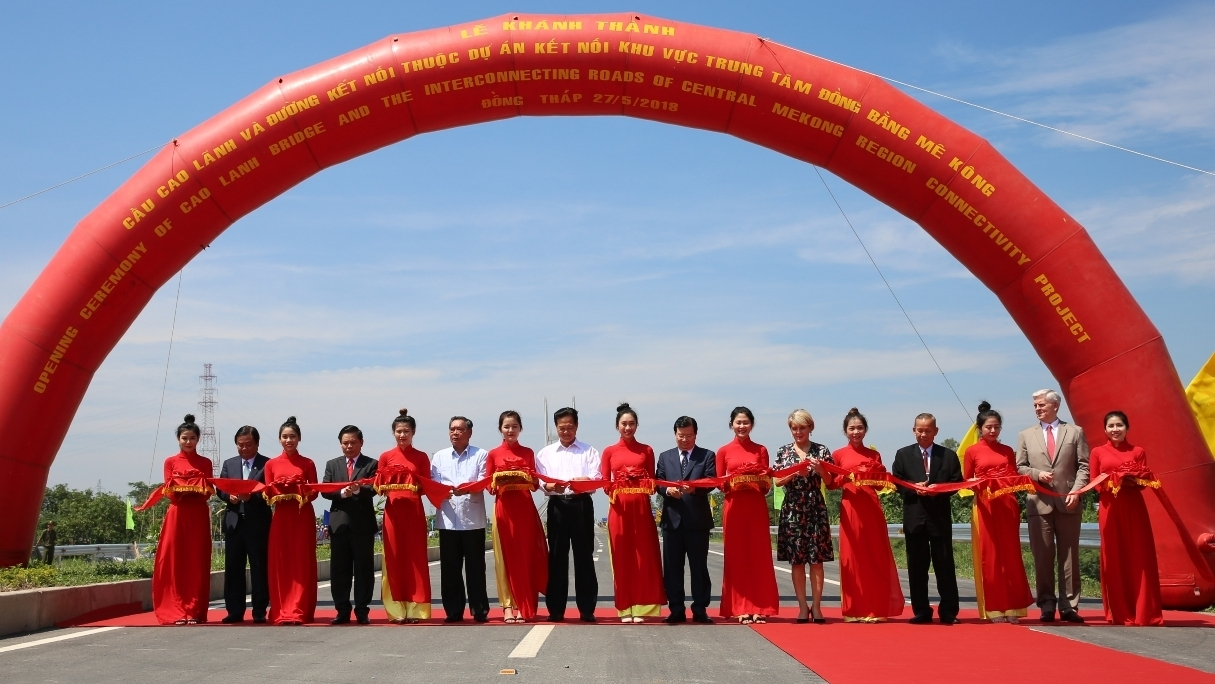 Cao Lanh Bridge in Dong Thap province opens to traffic