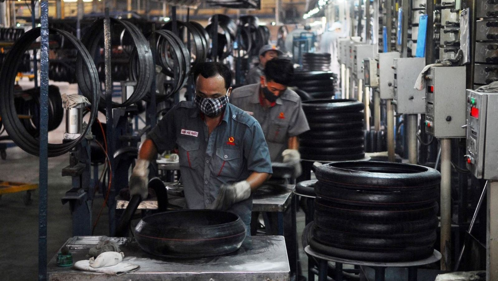 Vietnam projected to record trade surplus of US$2-3 billion in 2018